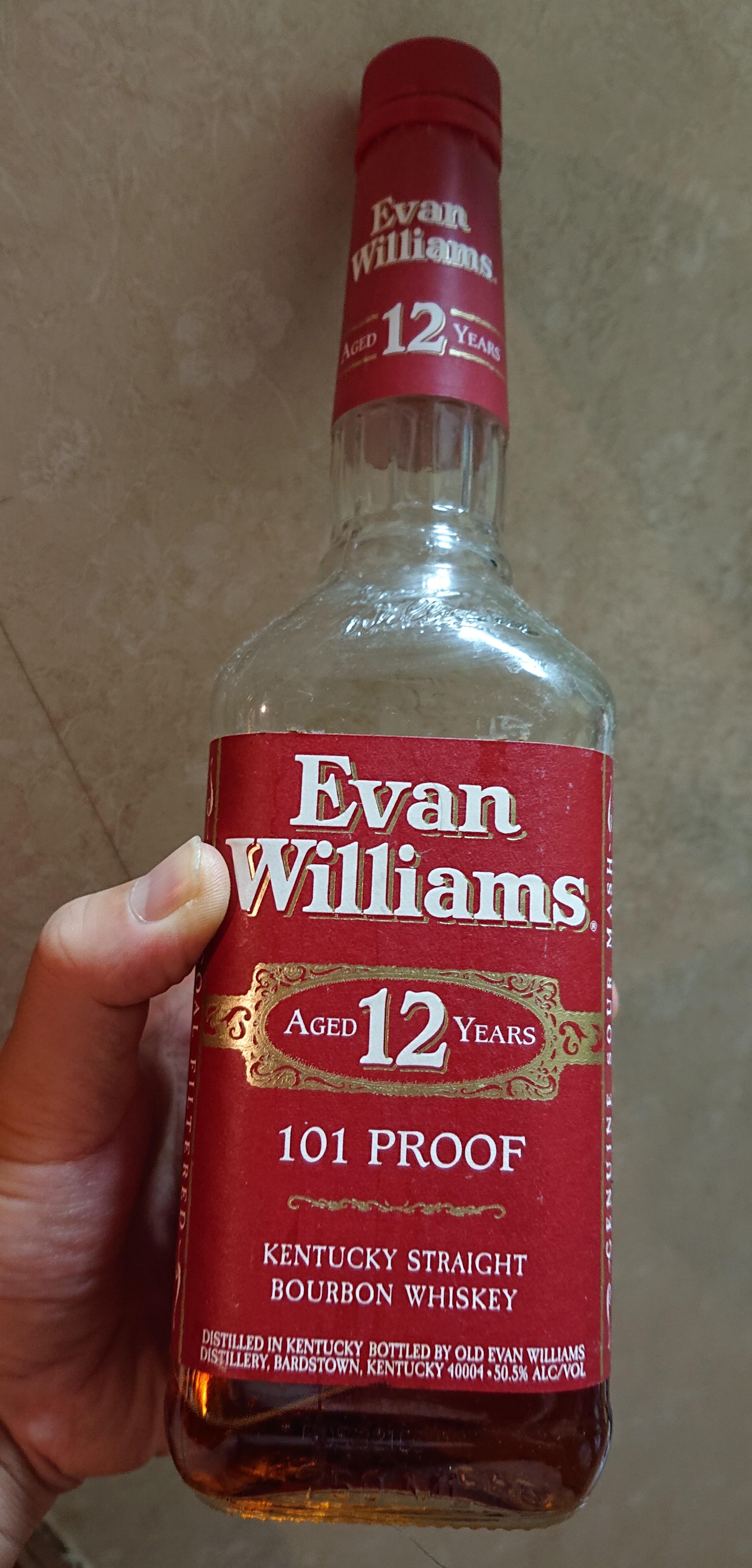 エヴァンウィリアムズ12年のテイスティング・まるでデザートのようなこってり上品な甘さ。ラグジュアリー感漂うハイレベルなバーボン