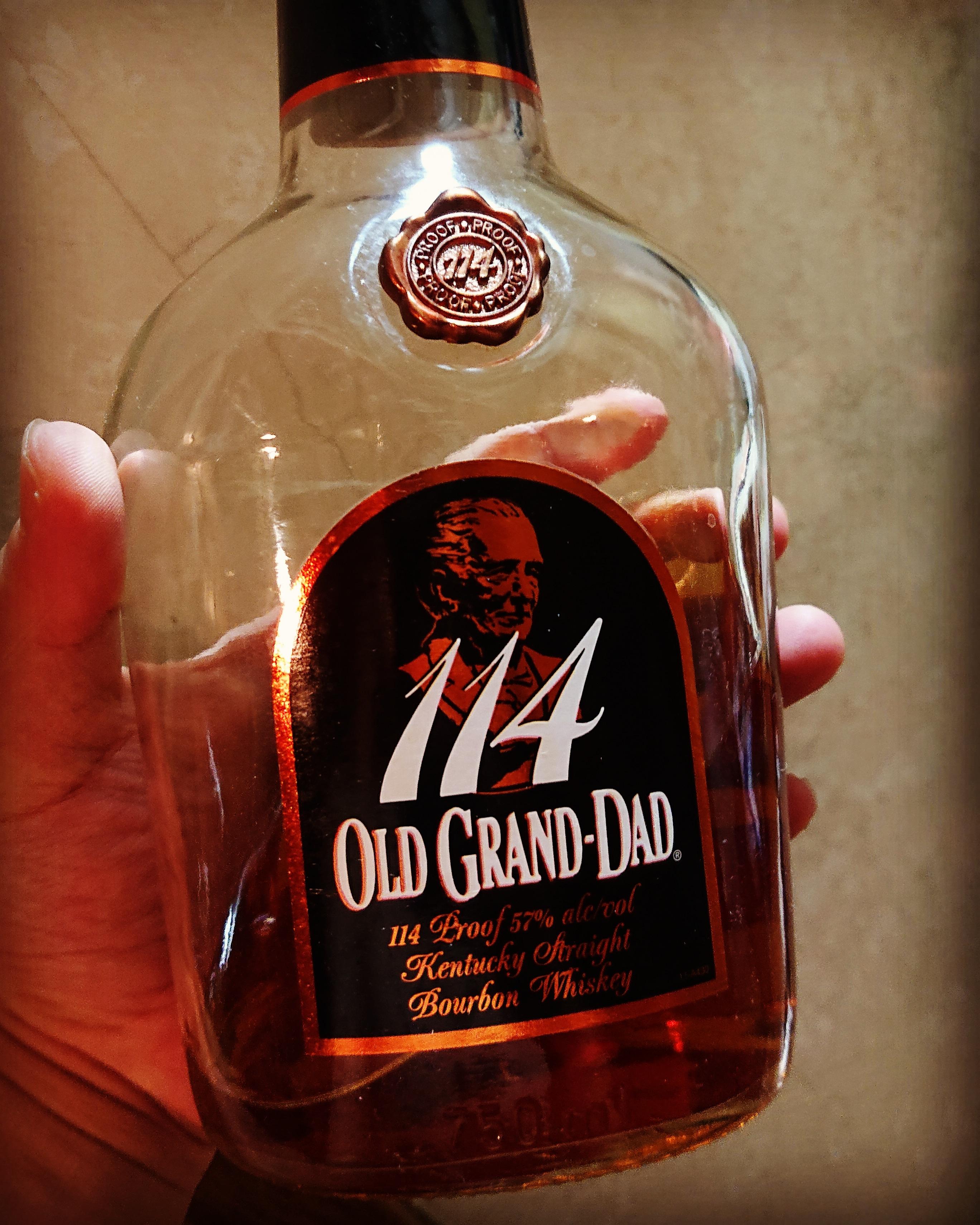 オールドグランダッド114のテイスティング・この値段で本格派の芳醇さ。コスパ最高のバーボン!