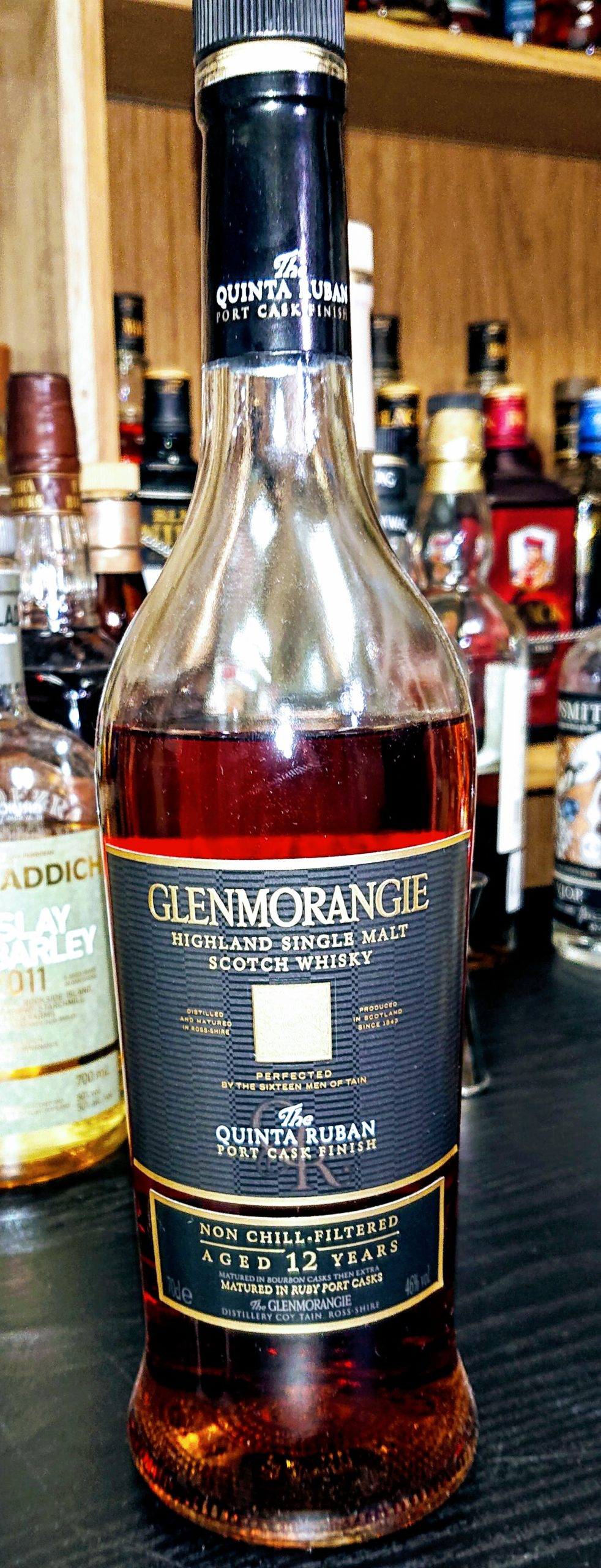 グレンモーレンジィキンタルバン12年のテイスティング・ルビーポートワイン樽にて追熟。まるでココア・チョコ・ダークフルーツケーキ!なデザートウィスキー